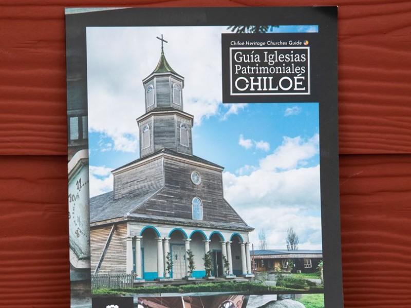 Guía Bilingüe de las Iglesias Patrimoniales De Chiloé